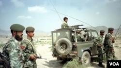 Pasukan keamanan Pakistan melakukan patroli di kawasan Mohmand, Pakistan barat laut.