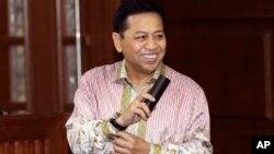 Mantan Ketua DPR RI, Setya Novanto, tersenyum saat memasuki ruang sidang setelah jeda di Pengadilan Tindak Pidana Korupsi, Jakarta, Kamis, (29/3).