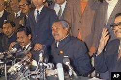 FILE - Bangladeshi leader Sheik Mujibur Rahman (C) is shown during a press conference at the Hotel Claridges in London, England, Jan. 8, 1972.