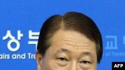 Ngoại trưởng Yu Myung Hwan đệ đơn từ chức sau khi có cáo giác về hành vi lợi dụng chức quyền.