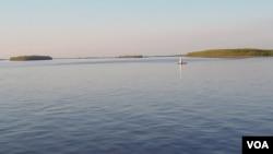 鄂毕河与额尔齐斯河的汇合处 (美国之音白桦)