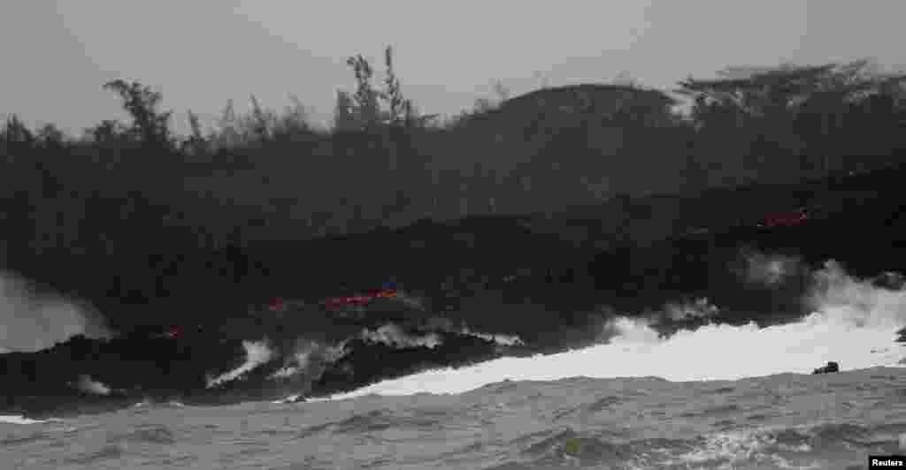 فعال شدن آتشفشان در هاوایی و سرازیر شدن گدازه های آن به اقیانوس