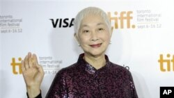 """Aktris kelahiran Tiongkok Lisa Lu pada premier film """"Dangerous Liaisons"""" di Festival Film Internasional Toronto 2012. (AP)"""
