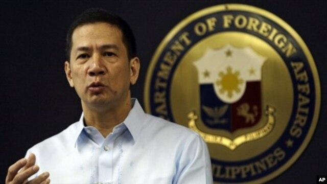 Phát ngôn viên Bộ Ngoại giao Philippines Raul Hernandez.  (AP Photo/Pat Roque)