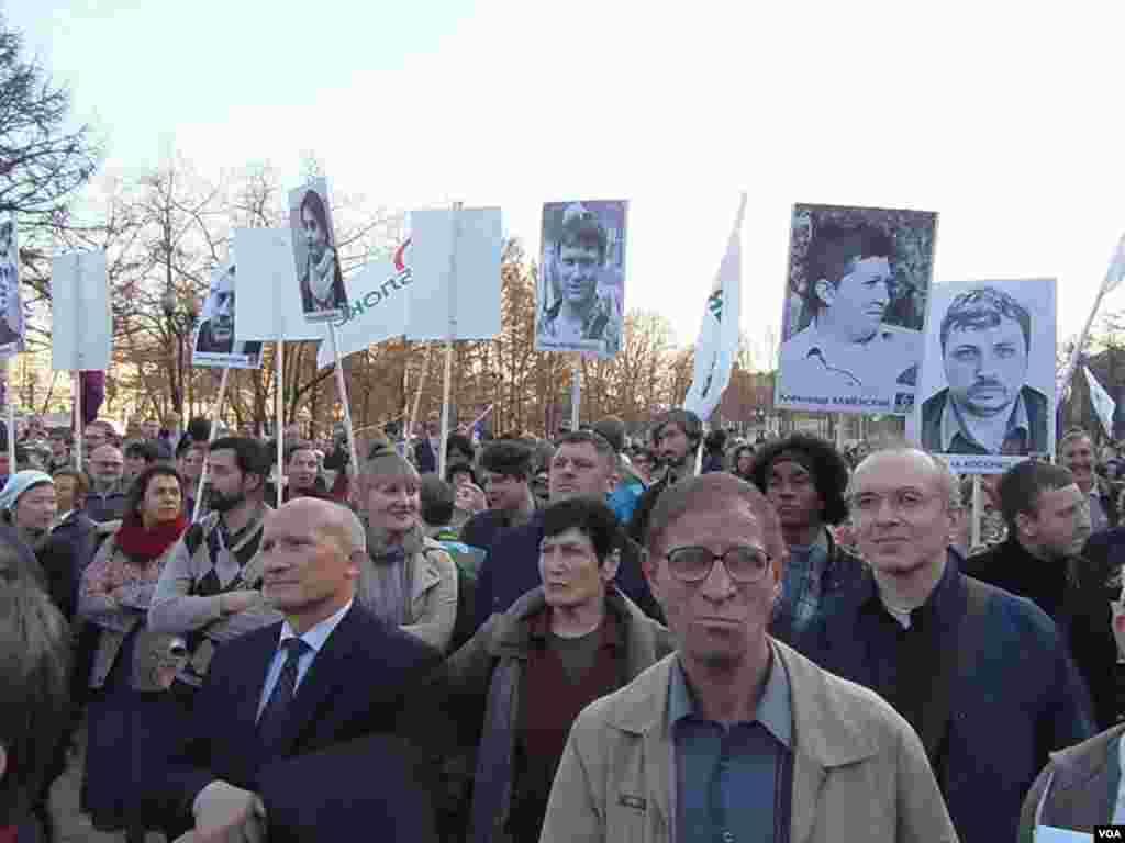 4月17日莫斯科支持纳瓦里内集会。(美国之音白桦拍摄)