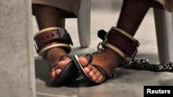 La Comisión de Inteligencia del Senado divulgó el martes un sumario de un reporte mucho más largo que establece que la CIA maltrató prisioneros durante su interrogatorio.