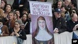 信徒们周日在圣彼得广场庆祝追封六位圣人