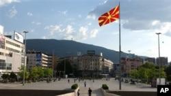 Напната политичка сцена во Mакедонија во очекување на предлог од Нимиц