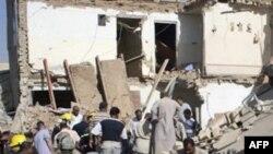 Hiện trường sau vụ nổ bom tại đền thờ của người Hồi giáo Sunni ở thành phố Tikrit, ngày 2/6/2011
