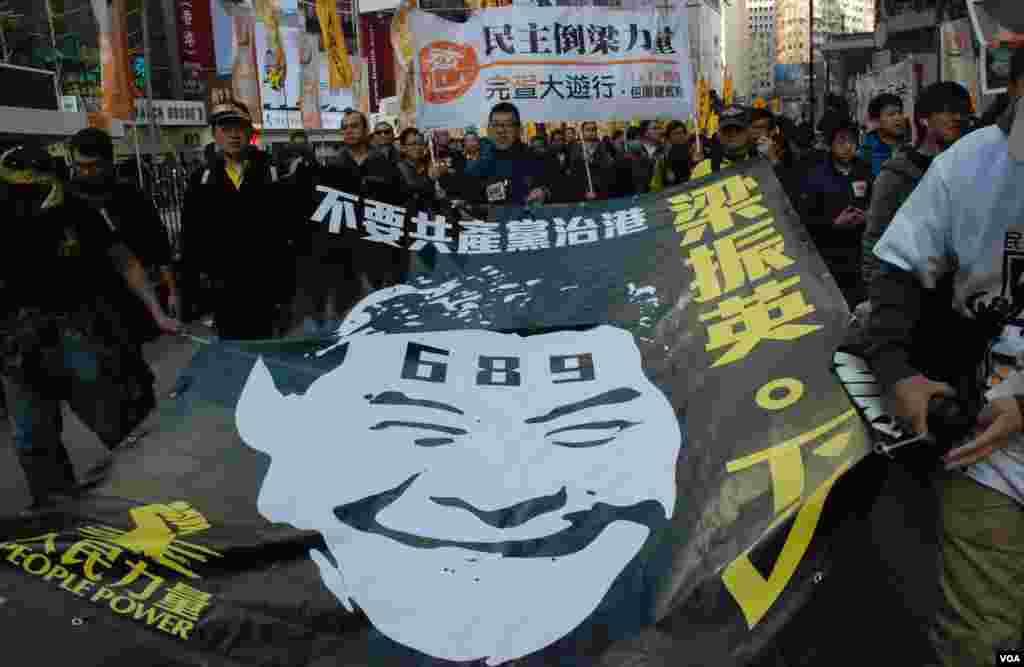 「民主倒梁力量」表示有超過12,000人參加他們的元旦「倒梁」遊行(美國之音湯惠芸攝)