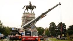 8 Eylül 2021 - ABD'de Virginia'nın başkenti Richmond'da, kölelik yanlısı General Robert E. Lee'nin heykeli kaldırıldı