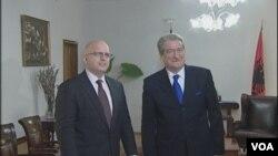Zamenik pomoćnika američkog državnog sekretara Filip Riker i albanski premijer Salji Beriša.