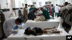 9일 발생한 폭탄 테러로 부상당한 아이들이 치료를 받고 있다.
