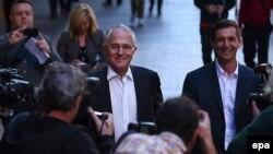 Thủ tướng Australia Malcolm Turnbull (giữa) đến Brisbane ngày 7/7/2016.