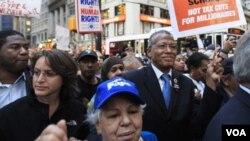 En la demostración participaron sindicatos y grupos defensores de los inmigrantes.