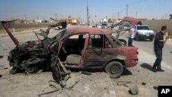 Hiện trường vụ đánh bom xe hơi tại 1 trạm xăng ở thành phố Kirkuk, 10/7/2014.