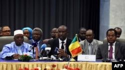 Des membres du gouvernement malien le 16 juillet 2014.
