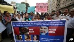 حامیان جامعه مدنی پاکستان روز دوشنبه در حمایت از جامعه مسیحیان، در کراچی تظاهرات کردند.