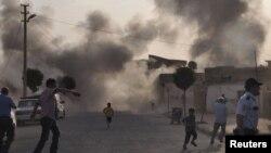 دود ناشی از اصابت یک خمپاره سوریه به منطقه ای مسکونی در جنوب شرقی ترکیه - ۱۲ مهر ۱۳۹۱