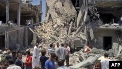 Khu vực bị tàn phá sau cuộc oanh kích