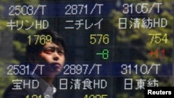 2013年5月8日东京证券交易市场显示股市上扬的景象
