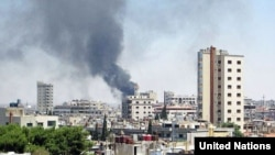 叙利亚霍姆斯的居民区遭到政府军炮击