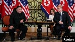 도널드 트럼프 미국 대통령과 김정은 북한 국무위원장이 27일 2차 미북 정상회담을 위해 베트남 하노이의 메트로폴 호텔에서 만났다.