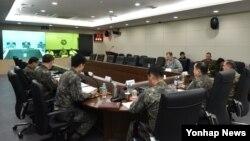 11일 이순진 한국 합참의장, 죠세프 던포드 미 합참의장, 가와노 가쓰토시 일본 통합막료장이 '미·한·일 3국 합참 의장' 화상회의를 하고 있다.