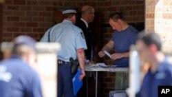 2014年9月18日澳大利亚警方突击搜查悉尼近郊吉尔福德郊区一家住所的车库