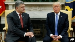 President Donald Trump, right, speaks during a meeting with Ukrainian President Petro Poroshenko in the Oval Office of the White House, in Washington, June 20, 2017.