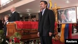 El presidente de Irán, Mahmoud Ahmadinejad, asistió a los actos fúnebres de Hugo Chávez.