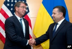FILE - Ukraine's Defense Minister Stepan Poltorak, right, is greeted by U.S. Secretary of Defense Ash Carter prior to a meeting at NATO headquarters in Brussels, June 15, 2016.