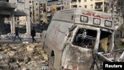 1일 교전이 있었던 시리아 알레포 지역의 손상된 차량.