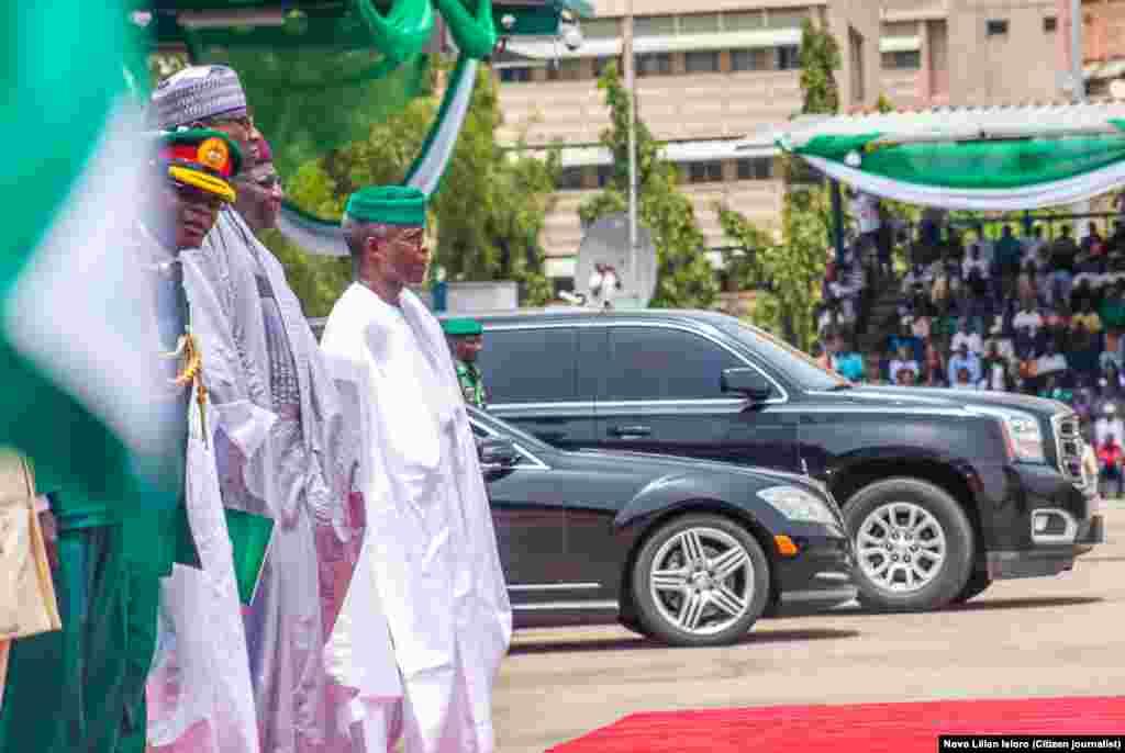 Isowar Shugaban Najeriya Muhammadu Buhari tare Mataimakinsa Yemi Osinbajo a Filin Eagle Square dake Abuja, Ranar Litinin 1 daga Watan Oktoba shekarar 2018.