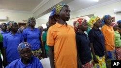 Bamwe mu bigeme 82, b'i Chibok, baheruka kurekurwa n'umugwi w'iterabwoba Boko Haram.