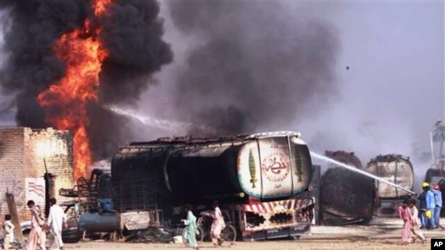 US and NATO fuel trucks burning in Shikarpur, southern Pakistan, 01 Oct 2010