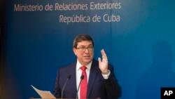Bộ trưởng Ngoại giao Cuba Bruno Rodriguez họp báo ở Havana ngày 3/10/2017. Hoa Kỳ trục xuất 15 nhà ngoại giao Cuba để phản đối Cuba không bảo vệ các nhà ngoại giao Mỹ trước các cuộc tấn công ở Havana. (AP Photo/Desmond Boylan)