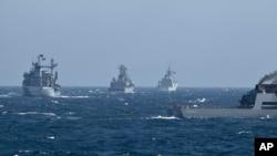 Фото для ілюстрації: кораблі НАТО проводять маневри в Чорному морі, 2015