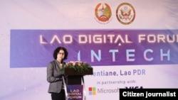 ທ່ານນາງ ຣີນາ ບິດເທີ ເອກອັກຄະລັດຖະທູດສະຫະລັດ ປະຈໍາ ສປປ ລາວ ກ່າວຄໍາປາໄສ ໃນງານສົນທະນາ ດີຈີຕອລ ລາວ ຫລື Lao Digital Forum ທີ່ຈັດຂຶ້ນໃນວັນທີ 29 ມິຖຸນາ 2018 ທີ່ນະຄອນຫລວງວຽງຈັນ
