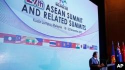 Ngoại trưởng Malaysia Anifah Aman phát biểu trước báo giới tại hội nghị thượng đỉnh ASEAN ở Kuala Lumpur, Malaysia, ngày 18/11/2015.