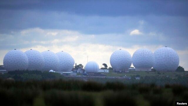Base de comunicaciones en Inglaterra que apoya los servicios de inteligencia británicos y estadounidenses.