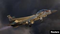 Arhiva - Izraelski F-15 poleće tokom proslave dodele diploma pilotima IAF u Hatzerim vojnoj bazi u južnom Izraelu