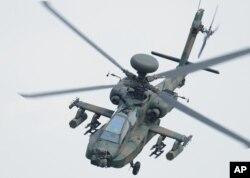 5일 일본에서 추락한 것과 같은 기종인 자위대 소속 '아파치' AH-64D 공격용 헬리콥터.