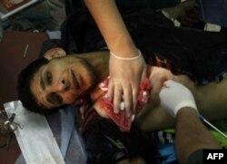 Qaddafiy kuchlari muxolifatni havodan urdi, mamlakat fuqaro urushiga tortilmoqda