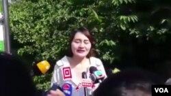 北京維權律師王全璋的妻子王峭嶺對現場採訪的外媒表示,向最高法院遞狀被拒