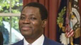 File - Ruben Maye Nsue Mangue, Ambassador of the Republic of Equatorial Guinea in the Oval Office, Sep 17, 2013.