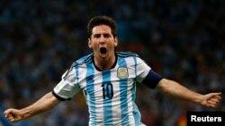 15일 브라질 리우데자네이루에서 열린 월드컵 F조 조별리그 경기에서, 아르헨티나의 리오넬 메시가 보스니아를 상대로 결승골을 기록한 후 표효하고 있다.