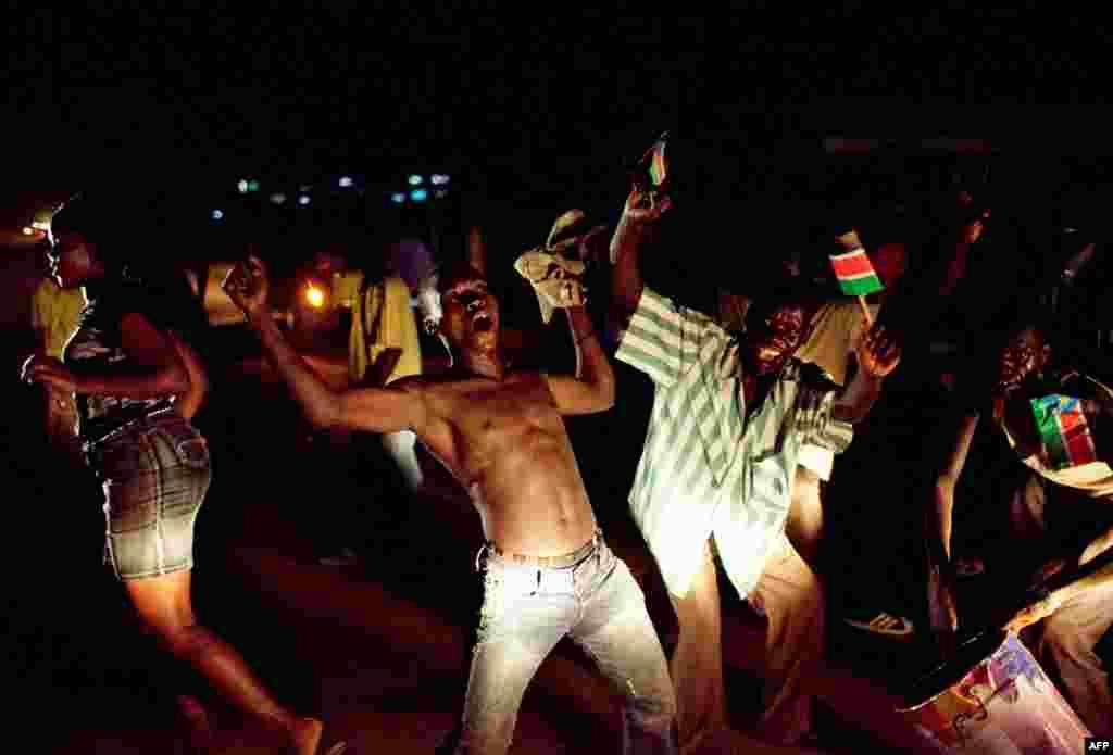 10/7: Dân Nam Sudan ăn mừng độc lập, tách khỏi Bắc Sudan vào nửa đêm ở Juba. Nam Sudan trở thành quốc gia mới nhất trên thế giới vào sáng sớm thứ Bảy, chính thức tách ra khỏi Sudan sau 2 cuộc nội chiến đẫm máu kéo dài 5 thập niên, cướp đi mạng sống của hà