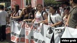 香港中学生走上街头反对政府执意将推行的国民教育