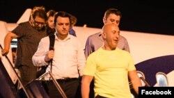 Ramuš Haradinaj, predsednik Vlade Kosova u ostavci, nakon sletanja na pritšninski aerodrom, 25. jula 2019. (Foto: Facebook stranica Ramuša Haradinaja)